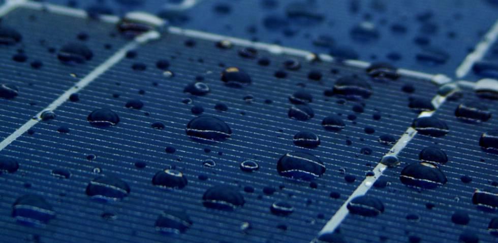 Científicos de la universidad china Océano, en Qingdao trabajan en la transformación de la lluvia en energía.