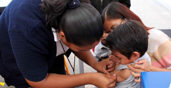 Los niños menores de 5 años y los adultos mayores deben demandan la vacuna