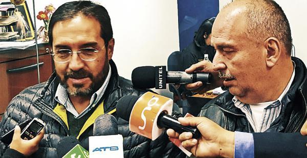 Jaime Navarro y el senador Arturo Murillo acudieron ayer a la Fiscalía de La Paz por el caso Zapata