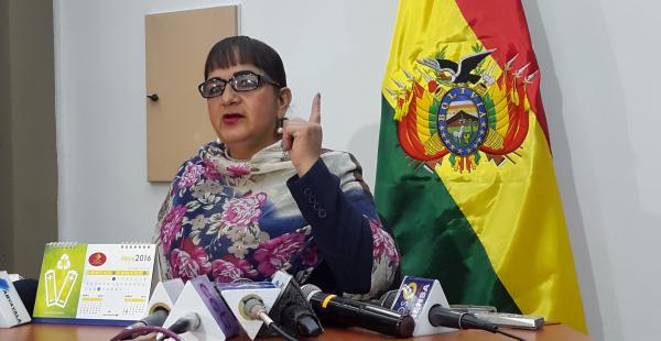 La senadora de oposición presentó el proyecto normativo y aseguró que mejoraría la imagen del presidente.