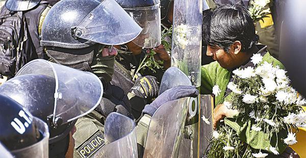 La protesta de las personas con capacidades diferentes llegó a la zona de San Jorge de la capital paceña