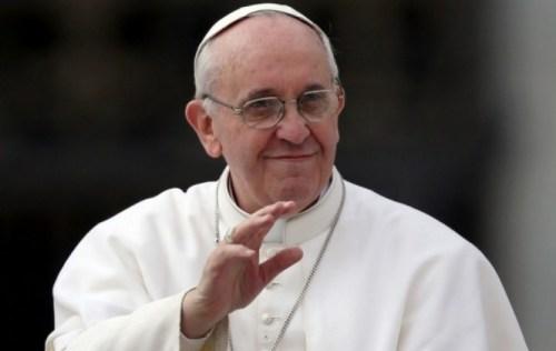 Papa Francisco dice que la Iglesia debería pedir disculpas a los homosexuales por marginarlos