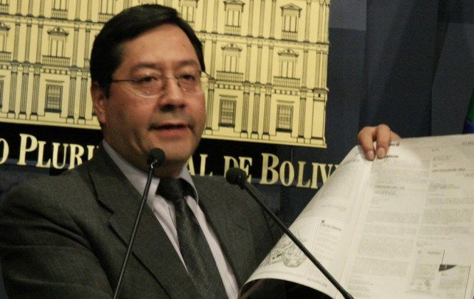 Ministro Arce deslindó responsabilidades en tres escándalos, pese a que su cartera hizo los desembolsos