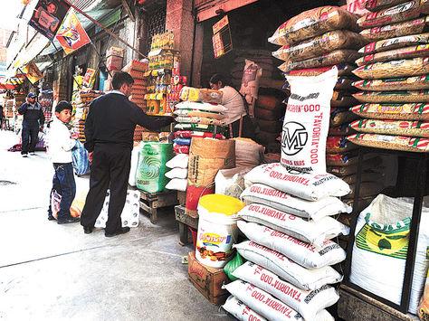 La Paz. Venta de productos alimenticios en la calle Antonio Gallardo.