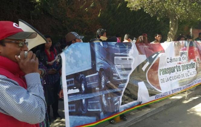 Transporte pesado entregó carta a cónsul chileno y pidió que su contenido sea conocido por Bachelet