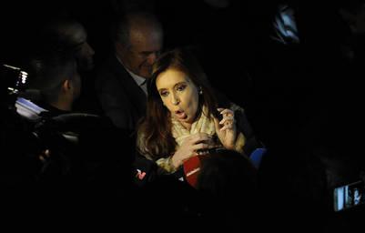 05 07 2016 - La ex presidenta Cristina Fernandez de Kirchner se retira esta noche del Instituto Patria, ubicado en Rodriguez Peña 80 , en Ciudad Autonoma de Buenos Aires, Argentina. FOTO PEDRO LAZARO FERNANDEZ - FTP CLARIN - 160705cristina_PLF9993.JPG - Z FTP Invitado - INVITADO
