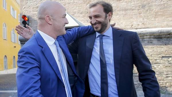 Libres. Los periodistas Nuzzi y Fittipaldi, ayer, tras el fallo judicial. /Ansa