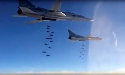 Aviones rusos bombardean posiciones del ISIS en Siria. (AP)