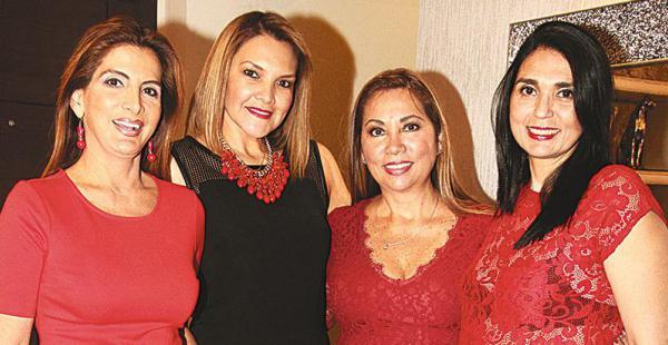 CON LAS  RECIÉN LLEGADAS. Sandra Coscío posó con sus amigas Reina Arteaga, Ingrid Murillo y Rossy Meschwitz. Se extrañaban