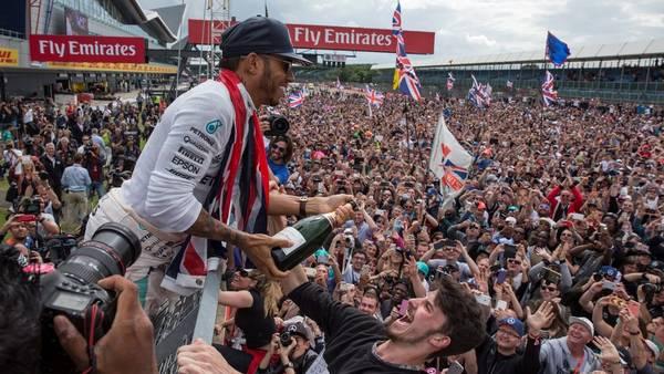 Lewis Hamilton festeja su nueva victoria en Silverstone (EFE)