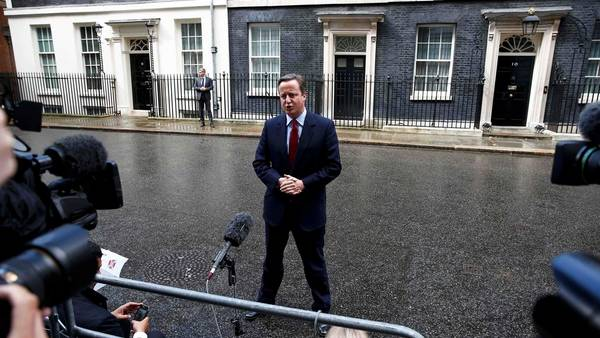 El premier David Cameron anuncia que el miércoles se va de Downing Street. / Reuters