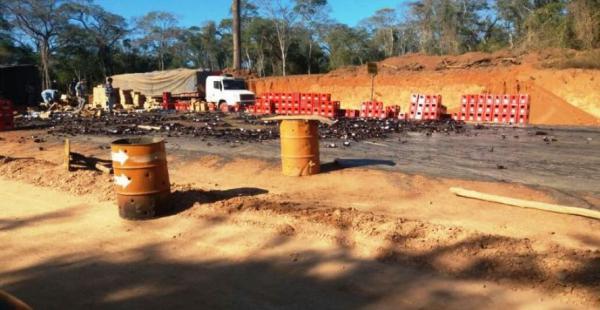 Camión cargado de cerveza se volcó antes de llegar a San Ignacio