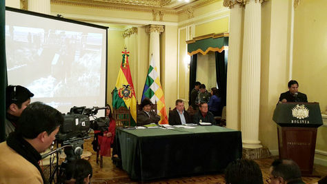 El canciller David Choquehuanca durante su intervención en la conferencia de prensa en la que se presentan los resultados del viaje a la comitiva boliviana a Chile. Foto:Angel Guarachi