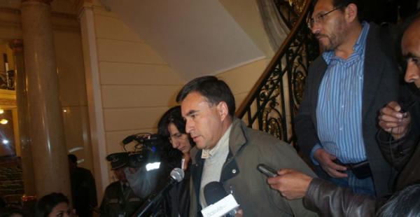 Los ministros Quintana, Ramos y Trigoso al salir de la reunión con los trabajadores