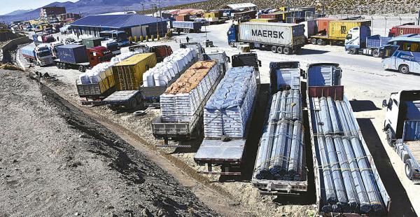En el puerto de Arica el 80% de la carga es boliviana. Los transportistas piden que el trato sea correcto