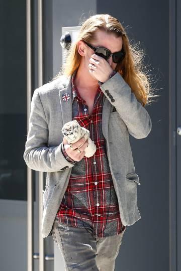 El actor Macaulay Culkin, el pasado marzo, trata de evitar a los fotógrafos por las calles de Nueva York.