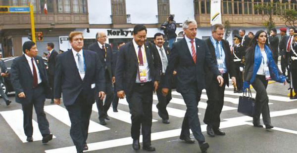 El vicepresidente Álvaro García Linera encabezó la delegación boliviana que estuvo en Lima para el acto