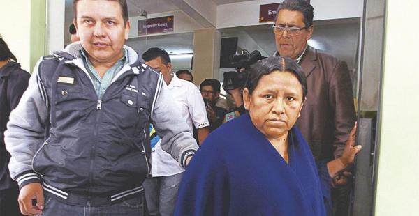 La exministra Nemesia Achacollo estuvo internada; será citada a declarar por la Fiscalía