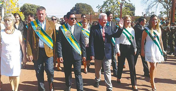 Autoridades participaron en el desfile cívico y escolar como homenaje a los ignacianos