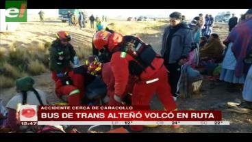 Dos personas pierden la vida en vuelque de bus en la carretera a Caracollo