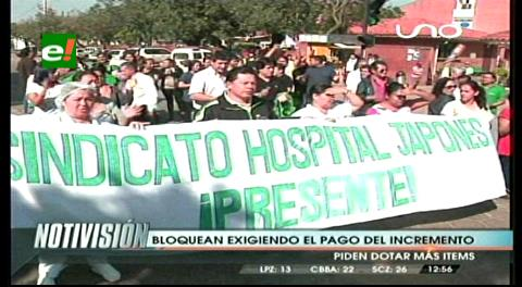 Funcionarios del Hospital Japonés bloquean exigiendo el pago del incremento salarial