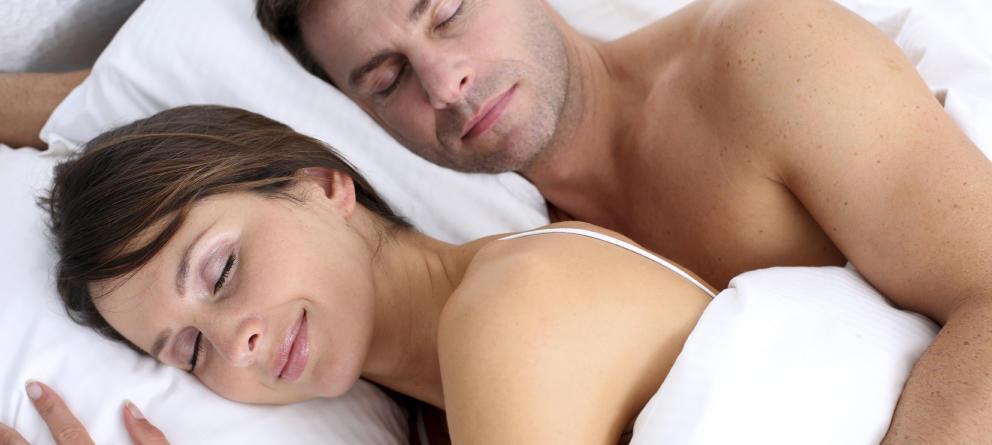 el-secreto-para-tener-a-tu-pareja-contenta-y-feliz-es-dormir-desnudo