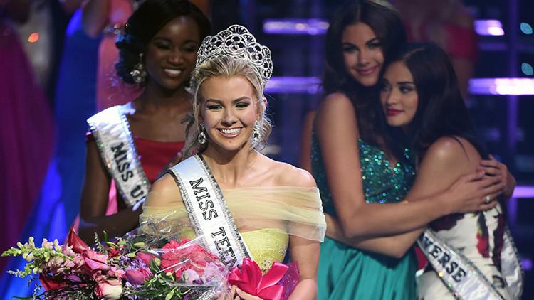 Karlie Hay sonríe tras ganar el concurso Miss Teen USA en Las Vegas.