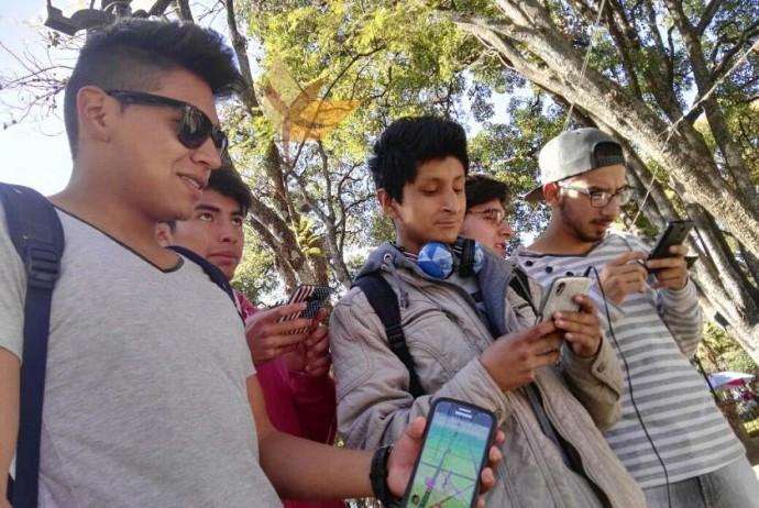 Los jóvenes de Sucre ya juegan Pokémon GO y la Policía hace recomendaciones. Foto: Gonzalo Sánchez