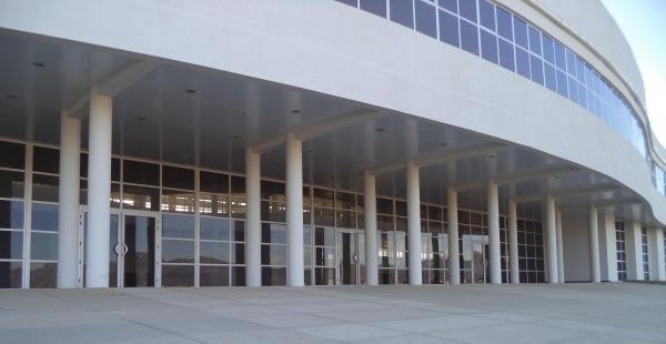 Así luce a horas de inaugurarse la moderna Terminal de Buses en la capital chapaca
