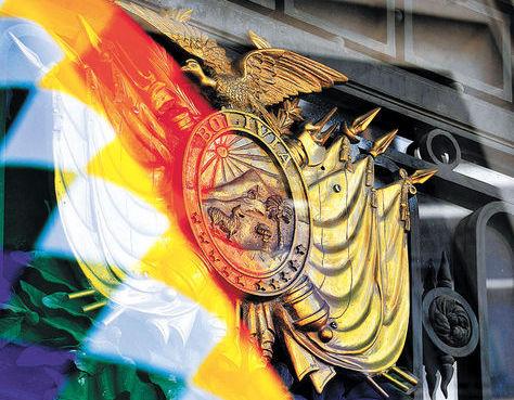Esta imagen combina los símbolos del EstadoPlurinacional validados en laCarta Magna. Foto: Pedro Laguna-Archivo.