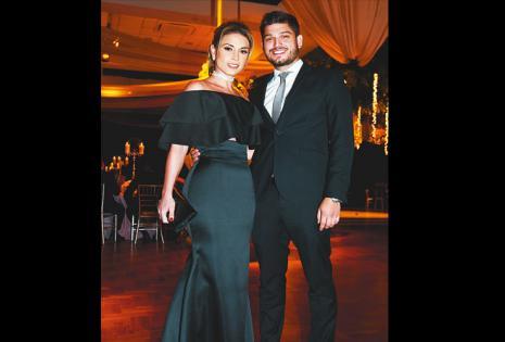 /una pareja muy linda.  Ximena Zalzer Y Óscar Parada se ven demasiado bien juntos
