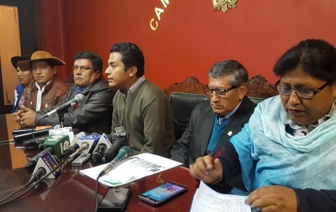 Brigada y bancada del MAS desconocen al ministro de Autonomías para conciliar lío de límites