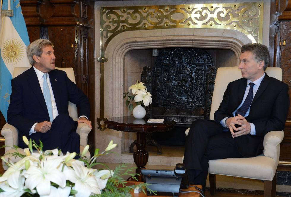 El secretario de Estados Unidos, John Kerry, y el presidente argentino, Mauricio Macri, en Buenos Aires.