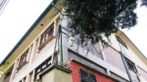 Seguridad. Cámara de videovigilancia en la unidad educativa Juan Herschel, barrio de Obrajes, ciudad de La Paz.