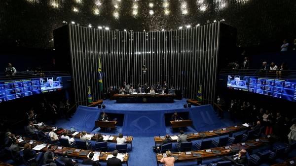 Sesión. Una imagen de la sesión de hoy en el Senado que debatía el juicio político a la presidente Rousseff (AFP).