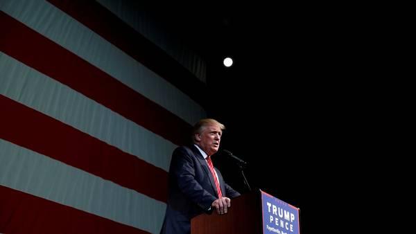 Controversia. Donald Trump, durante su mitin de hoy en el que habló sobre las armas y Hillary Clinton (Reuters).