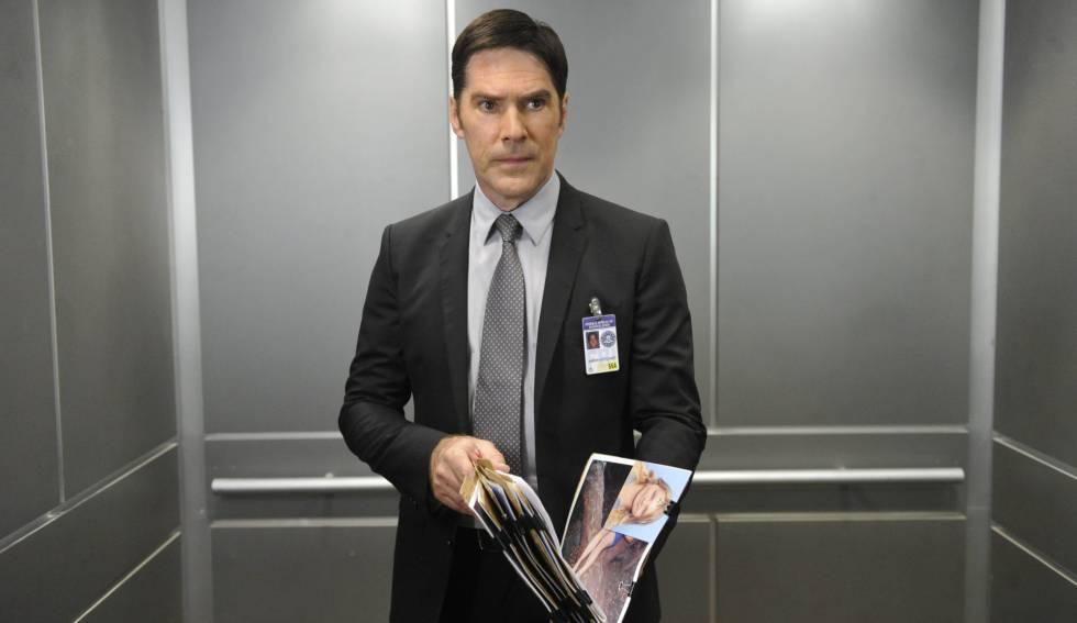 Thomas Gibson en una escena de la serie