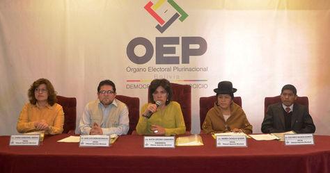 Conferencia de los vocales del TSE para lanzar la convocatoria al referéndum del 20 de noviembre por autonomías.