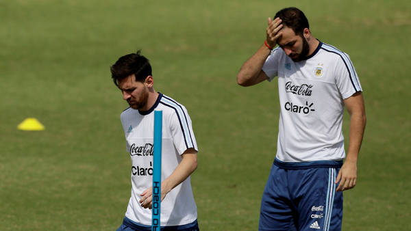 La última vez juntos. En la Copa América Centenario, Messi e Higuaín. (Fernando De La Orden)