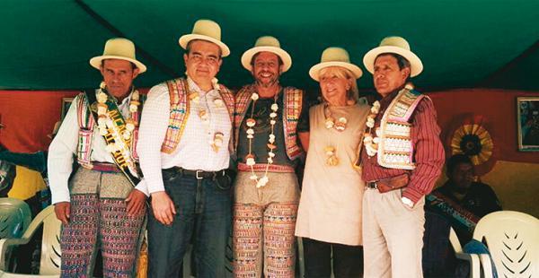 Siles entregó los títulos a las autoridades de Raqaypampa