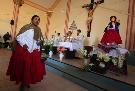 Virgen vestida de cholita
