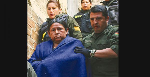 rumbo a las celdas achacollo está recluida en la paz Guarda detención en el penal de Miraflores, donde también está detenida Gabriela Zapata, la otra mujer a la que el MAS apunta cuando busca culpable de la derrota del 21F