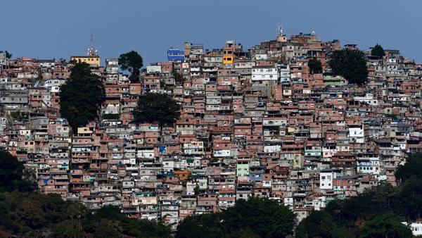 FAVELA. Vista de un barrio humilde desde el estadio olímpico de Lagoa (Soeren Stache/dpa).