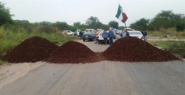 Trabajadores de la ESM bloquean por 24 hora la carretera bioceánica que conecta a Puerto Suárez con Santa Cruz
