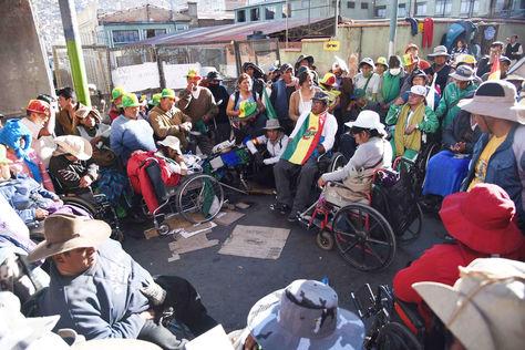 La vigilia de los discapacitados instalada a una cuadra de la plaza Murillo