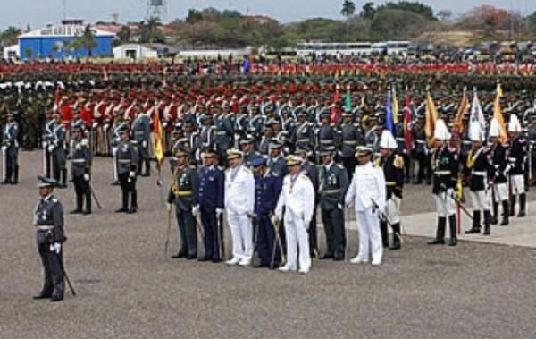 Dos excomandantes y el actual jefe del Ejército son procesados por corrupción en la construcción de nueve puestos militares