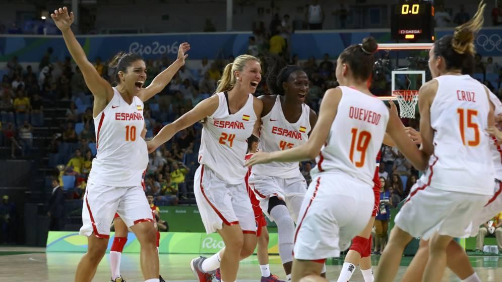 Foto: Las jugadoras de España celebran el pase a la final (Jim Young/Reuters).