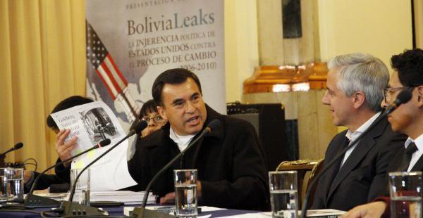 El ministro Juan Ramón Quintana y el vicepresidente Álvaro García Linera en la presentación