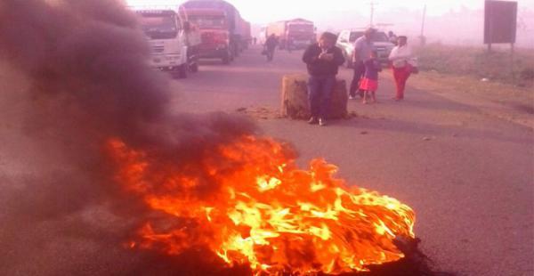 Al menos dos kilómetros de vehículos varados empiezan a registrarse en Ascención de Guarayos