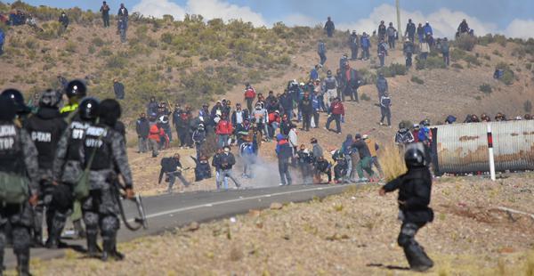 Imágenes del enfrentamiento en Panduro, en la carretera que une Oruro con La Paz